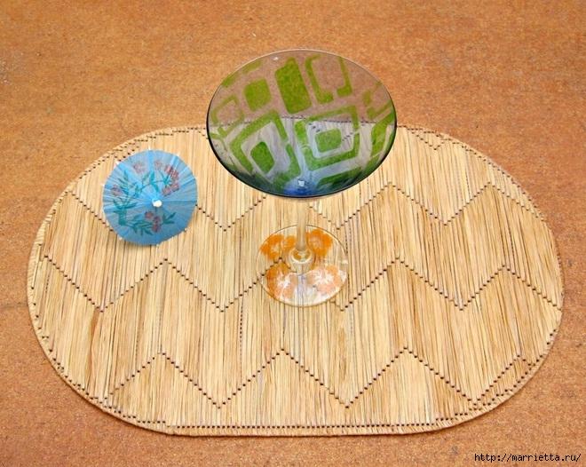 Декоративная салфетка из пластиковой канвы. Замечательно! (1) (660x526, 285Kb)
