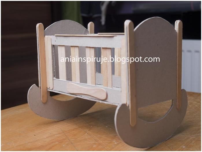 Как сделать кровать для кукол из картона из картона