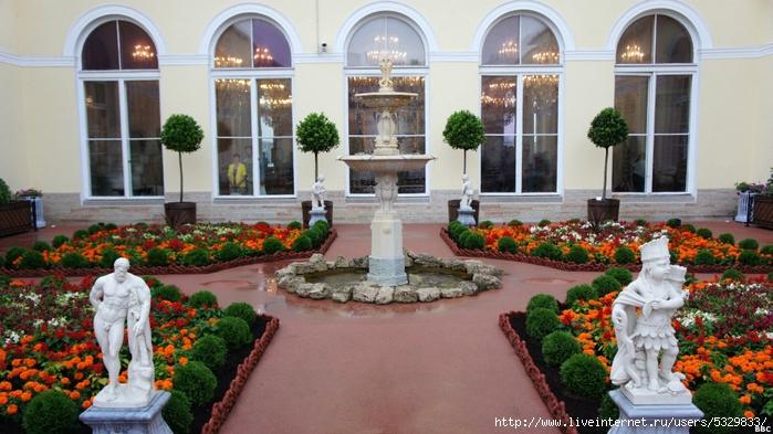 120727131809_hanging_gardens_of_hermitage_4_976x549_bbc (700x393, 263Kb)