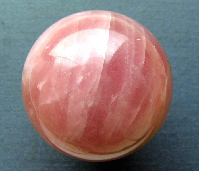 Розовый камень фото