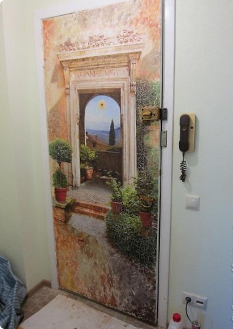 Как можно обновить старую входную дверь своими руками