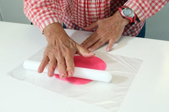 Розочки из мастики для украшения кексов. Очень легкий способ (2) (550x366, 84Kb)