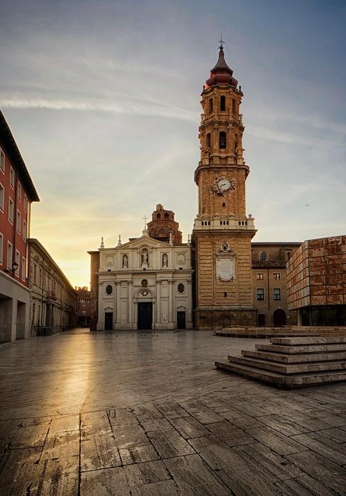 1024px-Zaragoza_-_Iglesia_de_Santa_Isabel_de_Portugal_de_Zaragoza_-_Fachada (488x700, 197Kb)