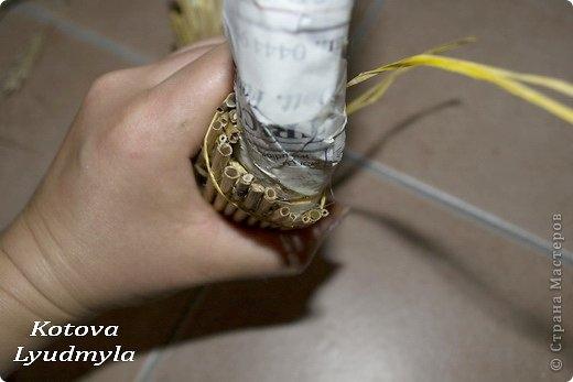 Как сделать стильный венок из соломы для украшения интерьера. Мастер-класс (27) (520x347, 74Kb)