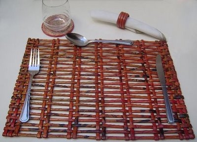 Салфетки, коврики и рамочки для фотографий из газетных трубочек. Видео мастер-класс (6) (400x289, 81Kb)