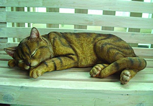Фигурки котов для сада