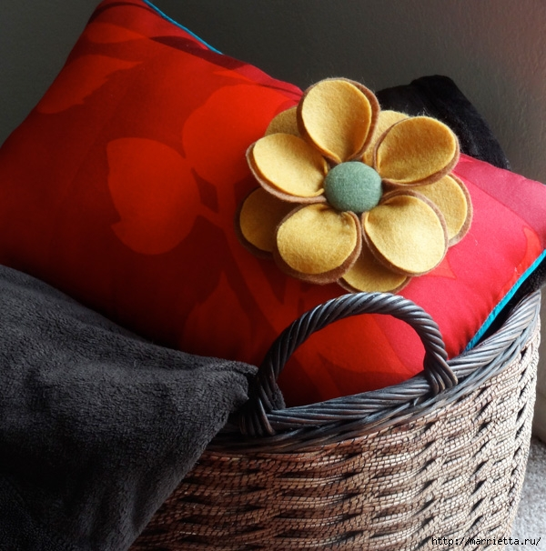 Красивые подушки с цветами из фетра. Идеи и мастер-класс (14) (600x606, 260Kb)