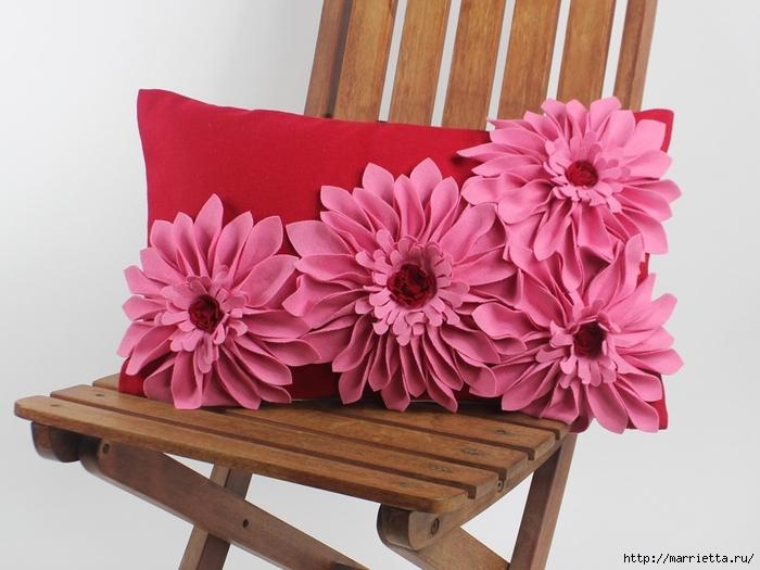 Красивые подушки с цветами из фетра. Идеи и мастер-класс (33) (700x525, 232Kb)