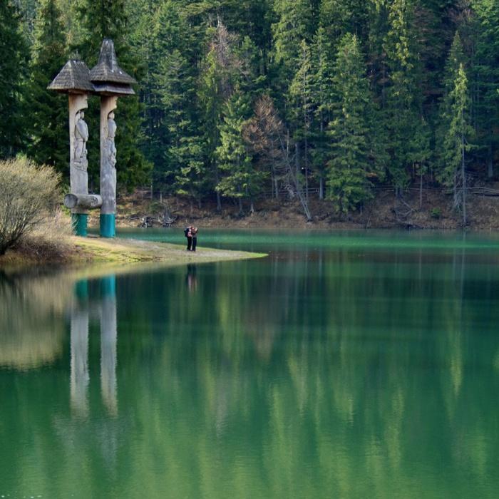 Синевир - сказочное озеро украинских Карпат (800x800, 189Kb)