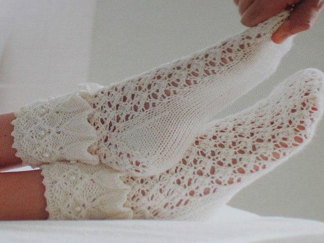 Ажурные носки спицами.