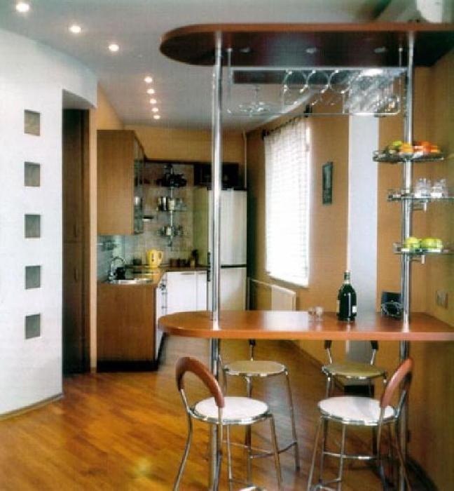 Дизайн кухни совмещенной с гостиной с барной стойкой в кварт.