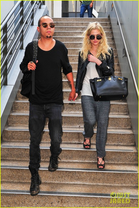 ashlee-simpson-evan-ross-hold-hands-after-new-york-trip-01 (468x700, 129Kb)