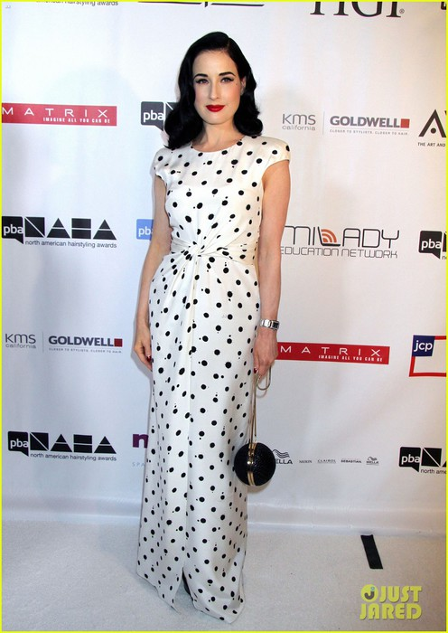 dita-von-teese-mario-lopez-north-american-hairstyling-awards-10 (496x700, 85Kb)