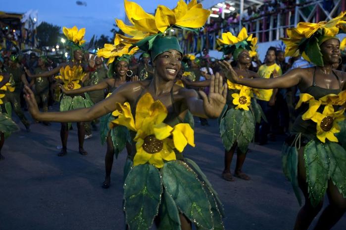карнавал цветов на гаити фото (700x466, 251Kb)