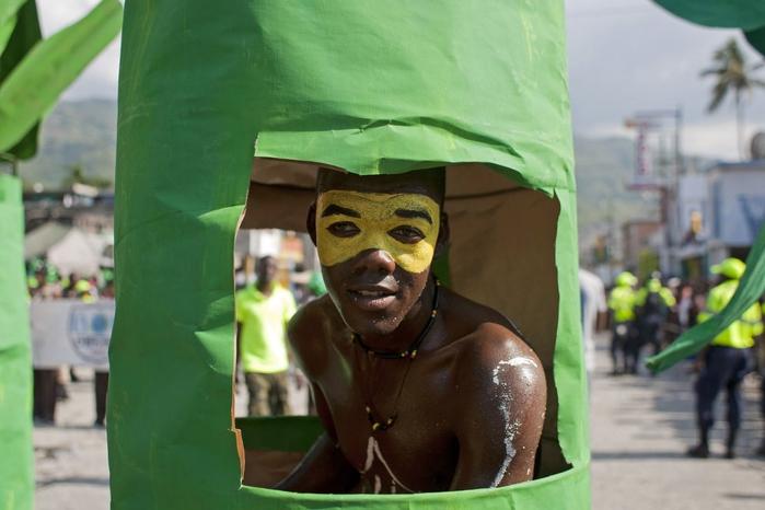 карнавал цветов на гаити фото 12 (700x466, 192Kb)
