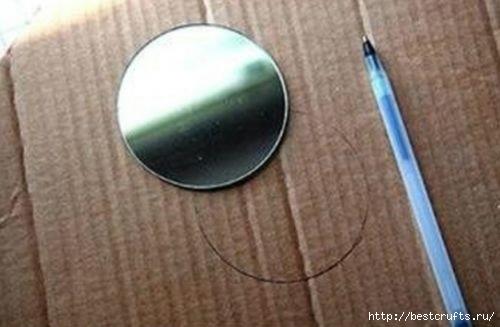 Рамочки для зеркала из пластиковых ложек (2) (500x327, 68Kb)