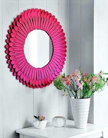 Рамочки для зеркала из пластиковых ложек (8) (356x456, 79Kb)