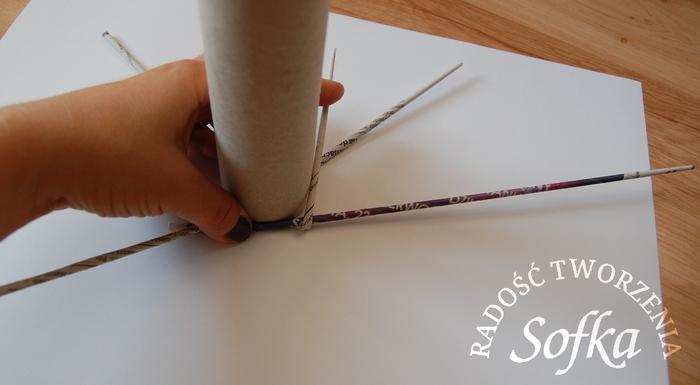 как крутить трубочки из газет и плести спиральным плетением (13) (700x385, 138Kb)