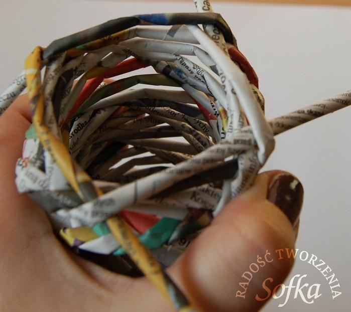 как крутить трубочки из газет и плести спиральным плетением (22) (700x622, 252Kb)