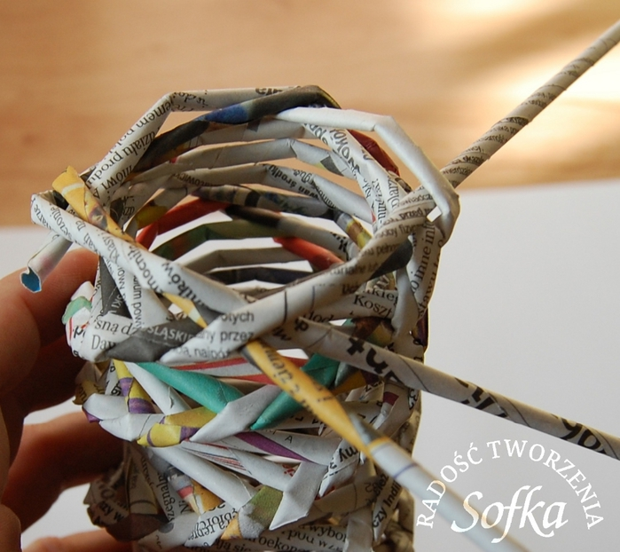 как крутить трубочки из газет и плести спиральным плетением (24) (700x622, 274Kb)