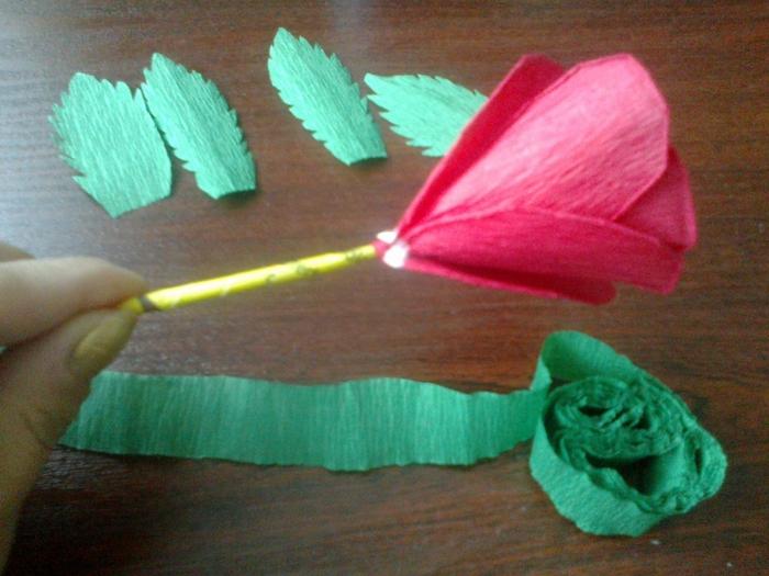 Цветы из гофрированной бумаги. Несколько мастер-классов (35) (700x525, 281Kb)