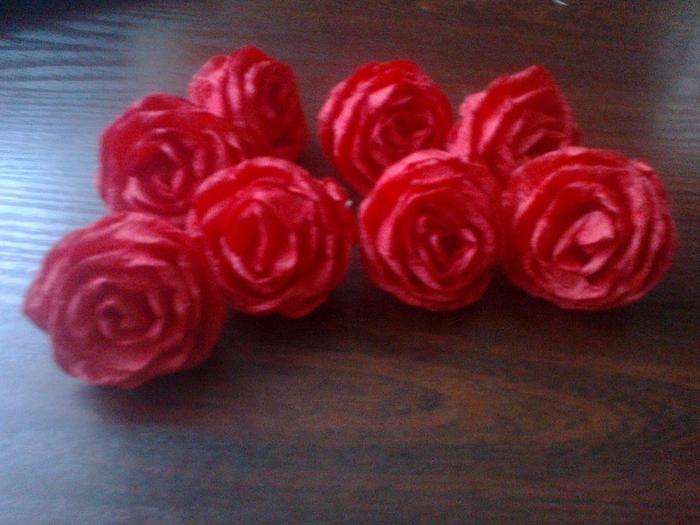 Цветы из гофрированной бумаги. Несколько мастер-классов (42) (700x525, 287Kb)
