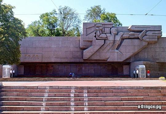 4803898_Memorial_geroicheskoi_oboroni (540x371, 198Kb)