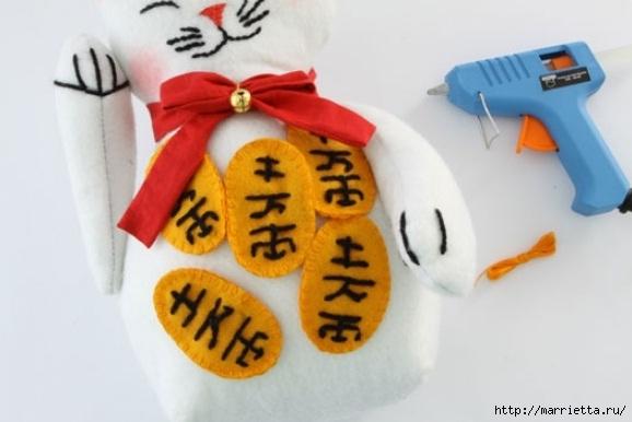 Шьем кота Манеки Нэко - подставку для двери (11) (578x386, 101Kb)