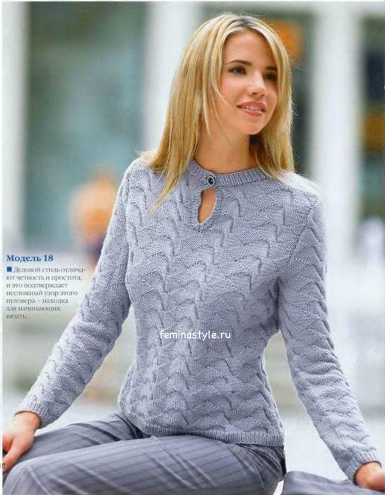 связанный спицами пуловер