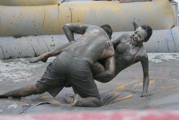 фестиваль морской грязи в южной корее фото 1 (700x467, 335Kb)