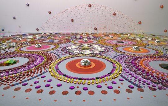 Сузан Друммен. Узоры из стекла, металла, зеркал, камней и кристаллов