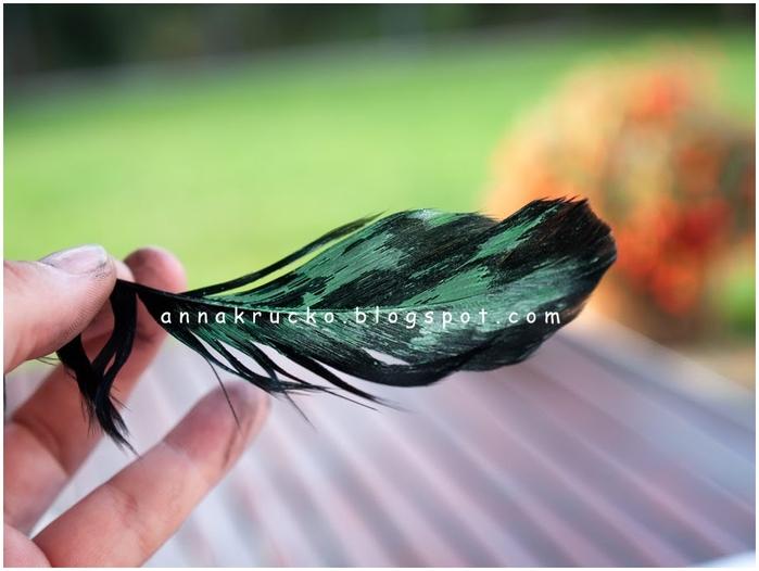 Восхитительный павлин из бумаги, газетных трубочек и перьев (19) (700x526, 181Kb)