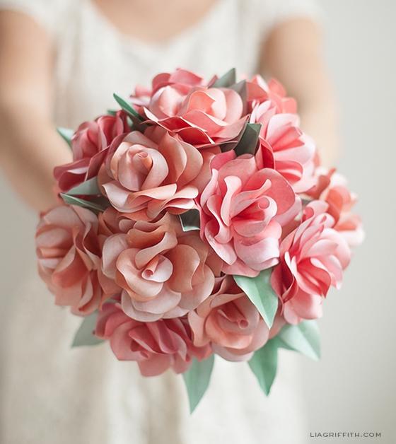 венки и свадебные букеты из бумажных розочек (15) (560x628, 208Kb)
