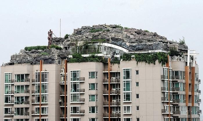 скальный дом на крыше здания в пекине 1 (700x419, 236Kb)