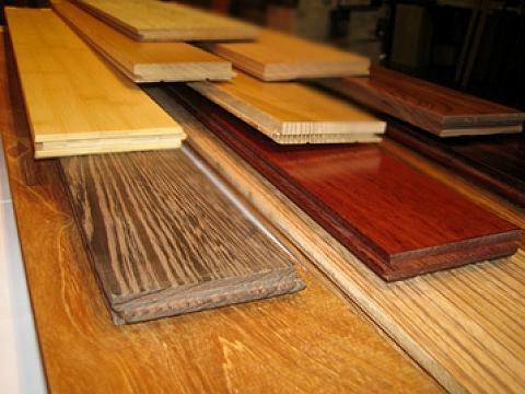 Паркет и ламинат – лучшие покрытия для пола в жилье.