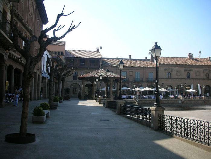 441300699_750_plaza-mayor-s-ramblas (700x525, 70Kb)