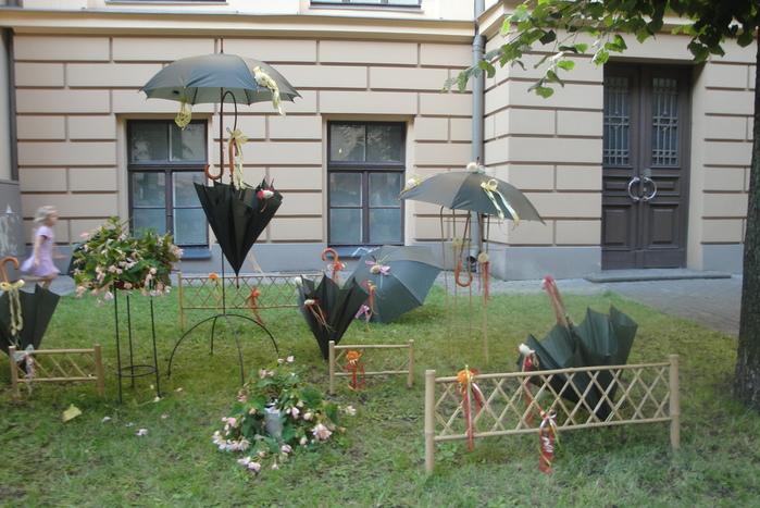 зонтики+ (700x467, 178Kb)