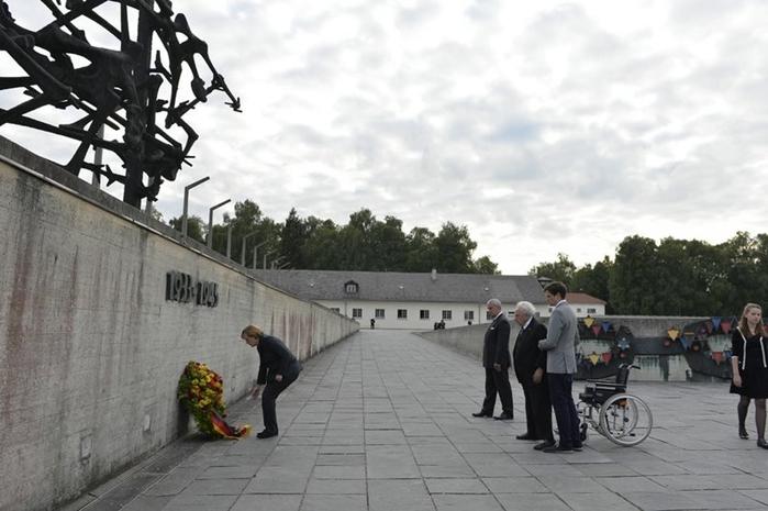 Ангела Меркель в нацистском концлагере Дахау