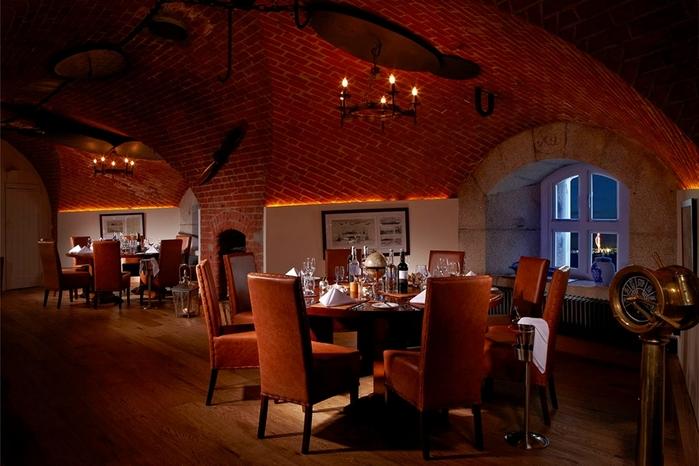необычный отель Spitbank Fort фото 5 (700x466, 245Kb)