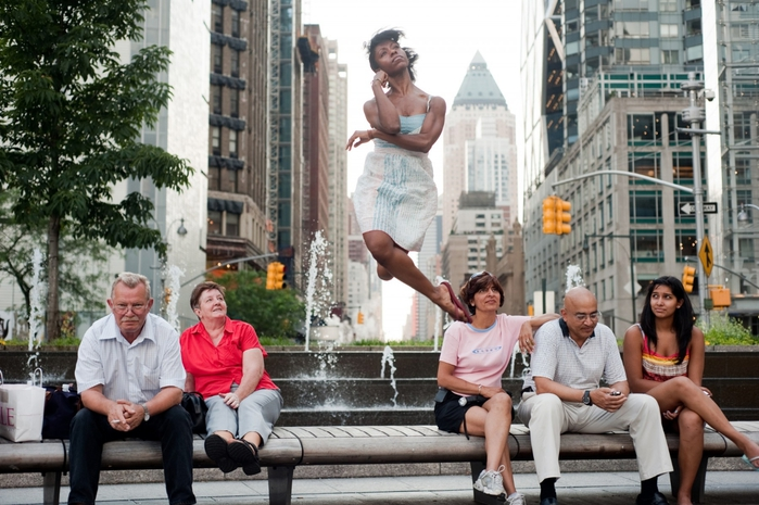 Jordan-Matter.-Dancers-Among-Us-in-Columbus-Circle-Michelle-Fleet (700x465, 277Kb)