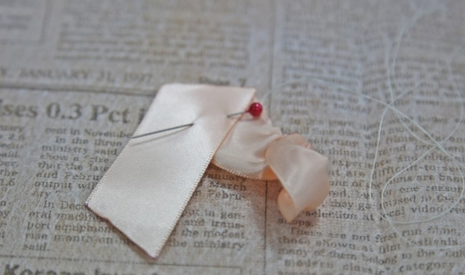 Розочка из ленточки для украшения зажима для волос. Мастер-класс (7) (658x390, 478Kb)