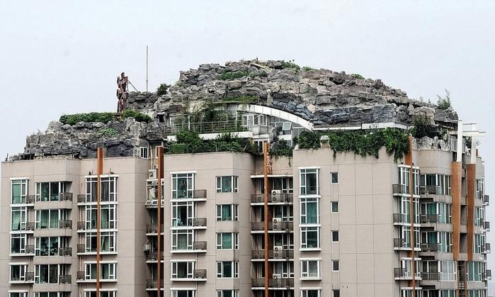 профессор построил дом на крыше в пекине/4552399_dom_na_krishe_v_pekine (700x419, 238Kb)