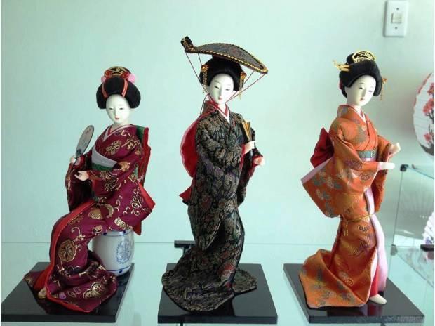 Панно с японскими куклами в технике пэчворка без иголки (1) (620x464, 123Kb)