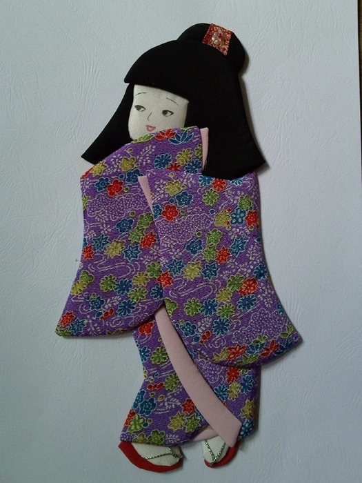Панно с японскими куклами в технике пэчворка без иголки (19) (525x700, 267Kb)