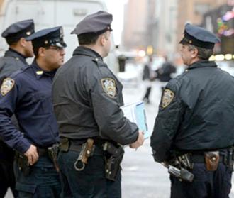 Полиция Нью-Йорка обрызгала детей газом (330x279, 75Kb)