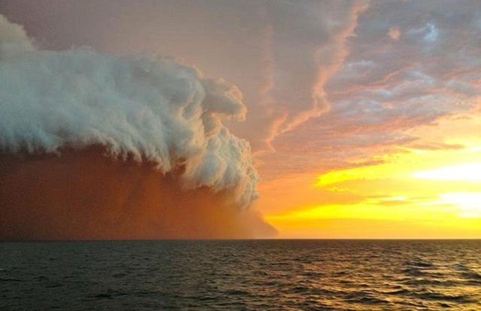 пыльная буря в австралии (700x454, 249Kb)