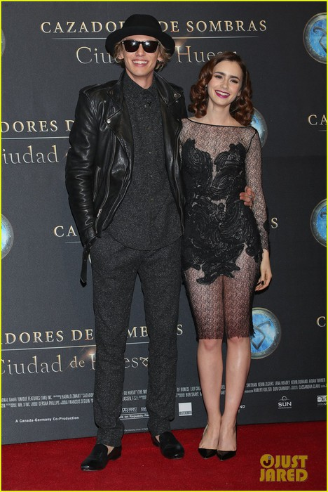 lily-collins-jamie-campbell-bower-mortal-instruments-mexico-city-premiere-02 (468x700, 95Kb)