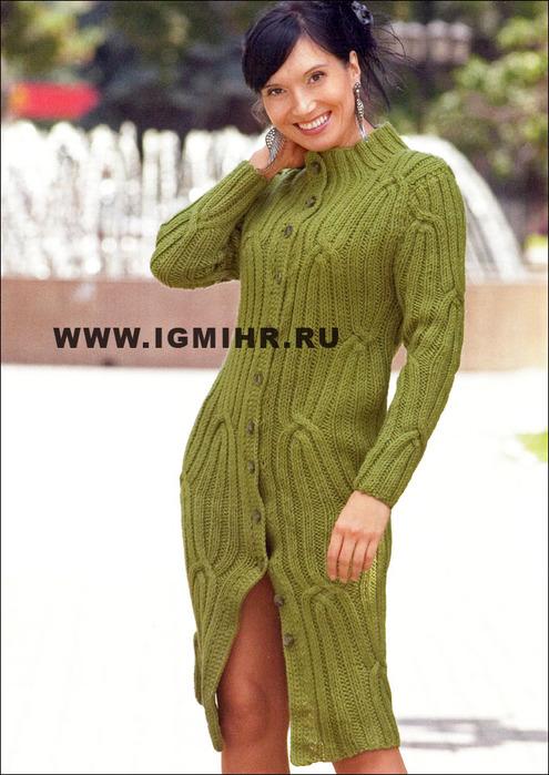 Эффектное зеленое пальто с рельефным узором. Спицы