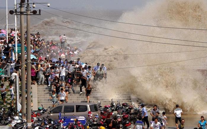 приливная волна на реке цяньтан китай 5 (700x434, 257Kb)