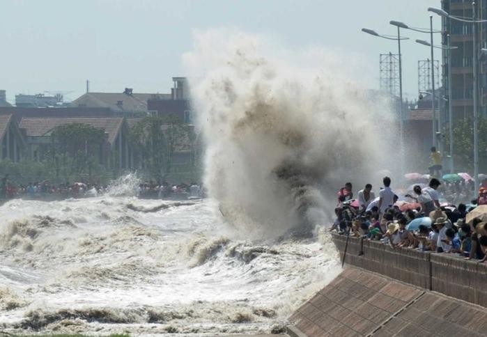 приливная волна на реке цяньтан китай 13 (700x484, 200Kb)